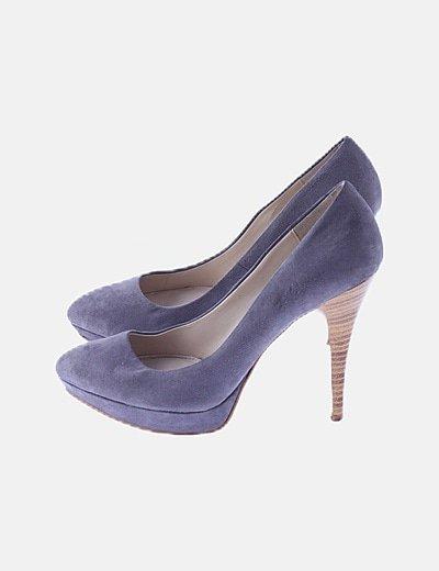 Zapato de tacón gris