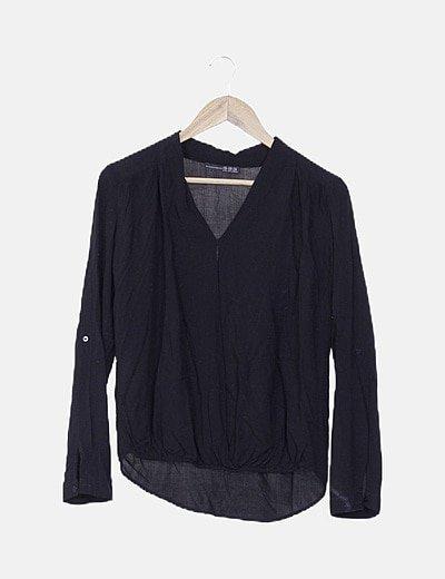 Blusa negra con elástico