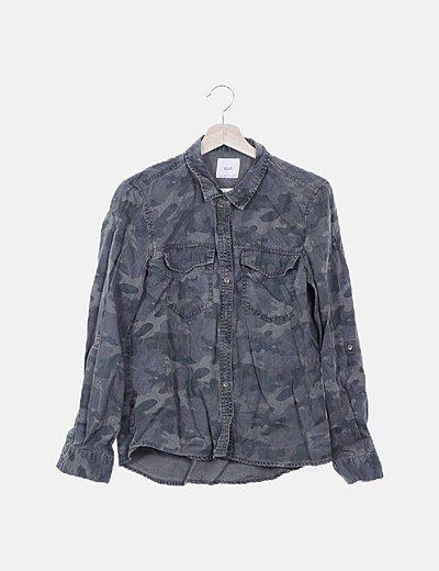 Camisa militar abotonada