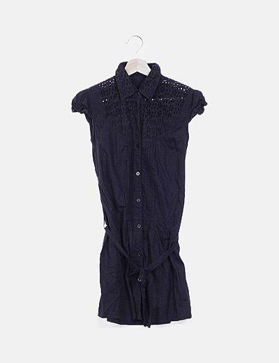 Vestido camisero negro estructurado detalle guipur