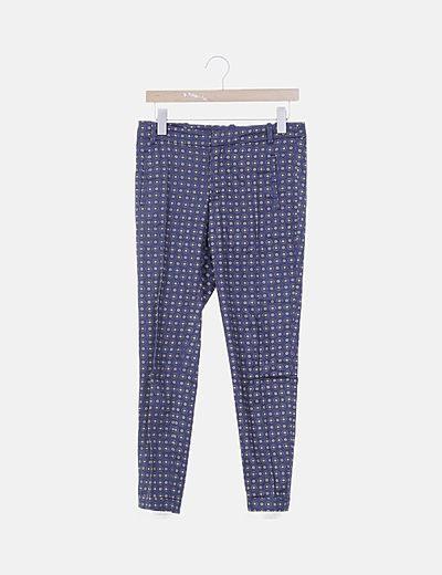 Pantalón chino azul marino con estampado