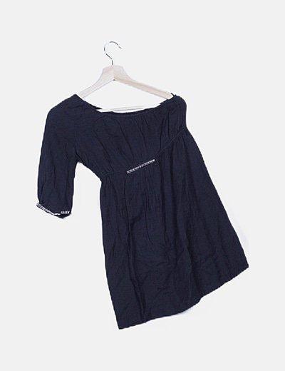Vestido asimétrico texturizado negro con tachas