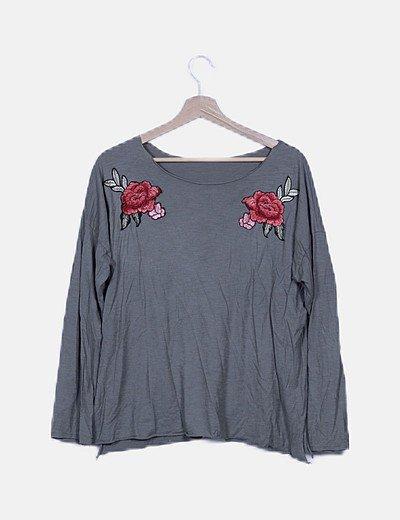 Camiseta verde bordado flores