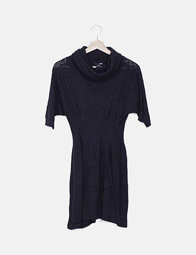 Vestido negro crochet cuello cisne