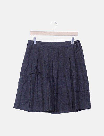 Mini falda negra con vuelo