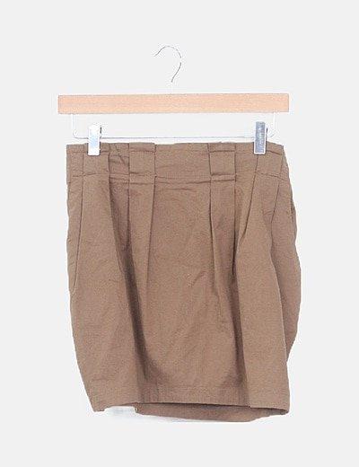 Falda pinzada marrón