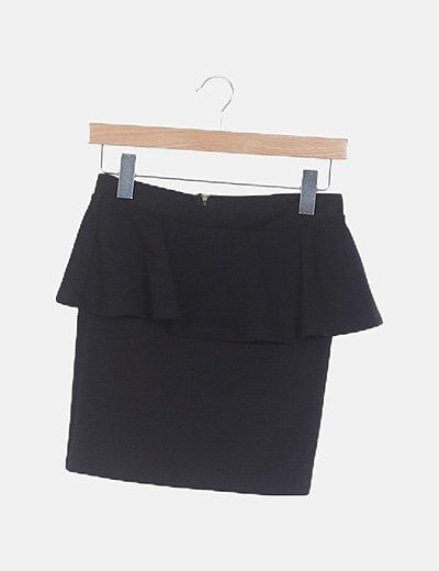 Falda tubo negra con volante