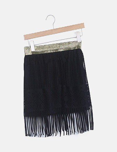 Falda negra flecos