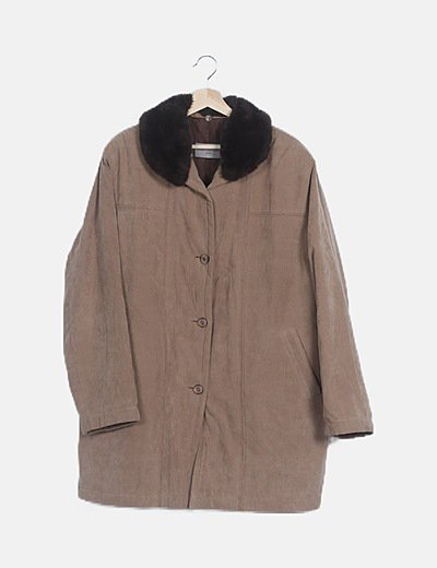 Abrigo largo beige detalle pelo