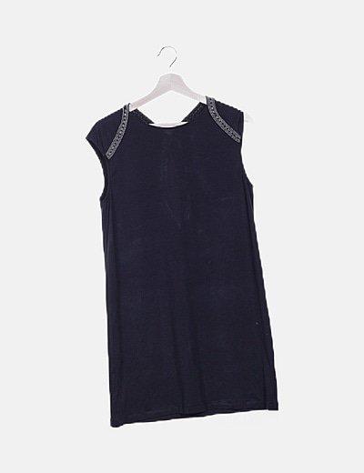 Vestido negro apertura espalda strass