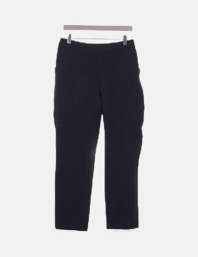 Pantalón negro detalle bolsillo