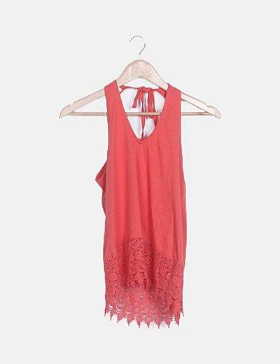 Camiseta coral detalle crochet