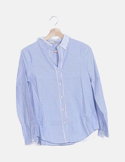 Camisa de rayas azul cuellos de encaje