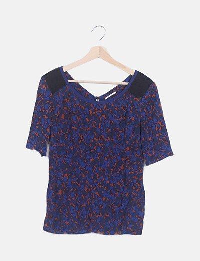 Blusa azul estampado combinado