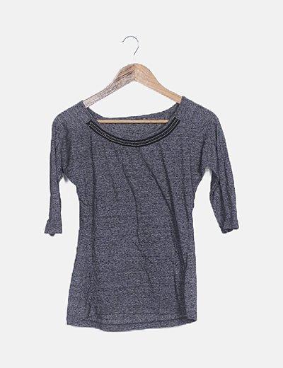 Camiseta gris jaspeada ribete abalorios