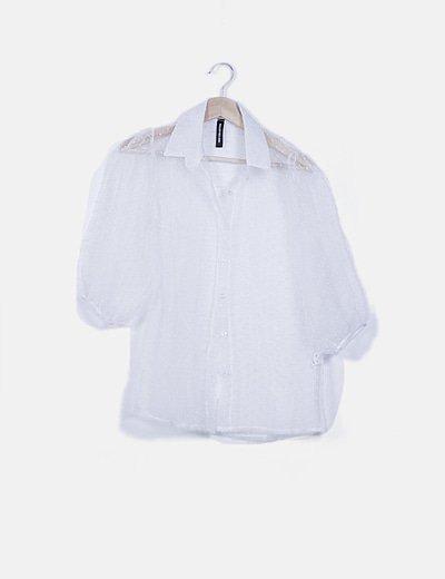 Camisa semitransparente blanca con motas