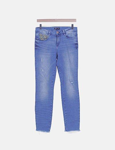 Jeans detalle bordado