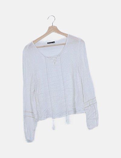 Blusa blanca semitransparente detalle guipur