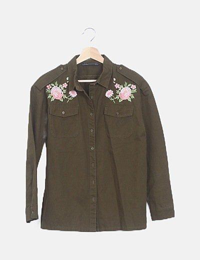 Sobrecamisa verde bordado floral