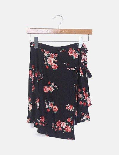 Falda negra estampado floral