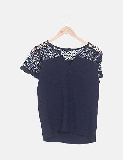 Blusa azul marino hombro crochet