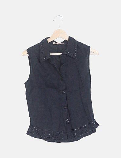 Camisa negra sin mangas abalorios
