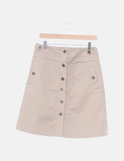 Mini falda beige abotonada