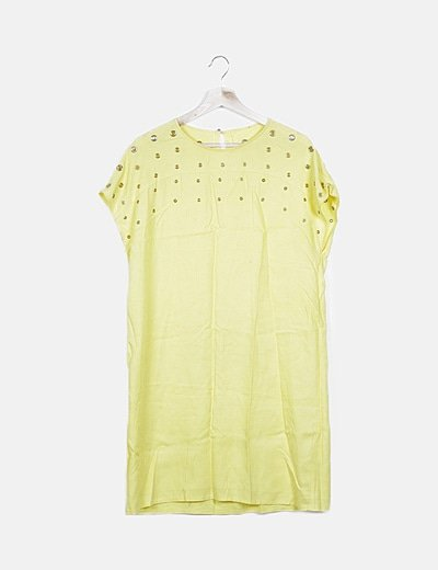 Vestido amarillo fluido detalle troquelado