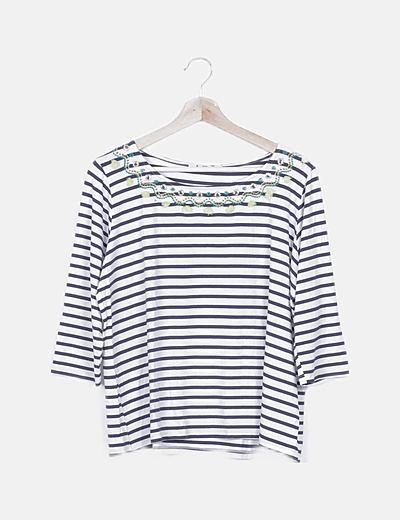 Camiseta navy con bordados