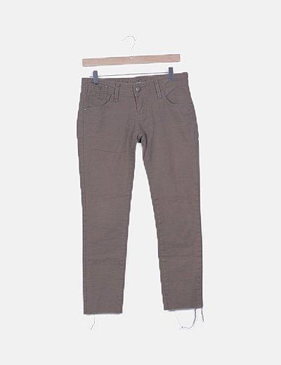 Jeans skinny marrón desflecado