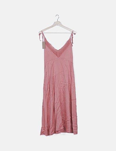 Maxi vestido fluido rosa con encaje