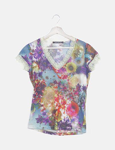 Blusa floral multicolor detalle encaje