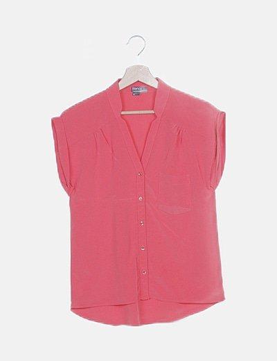 Camisa roja con bolsillo