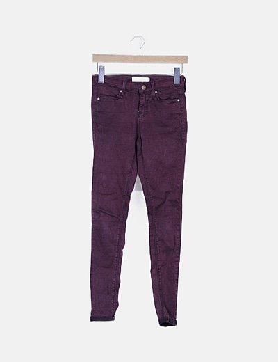 Jeans granate con dobladillo