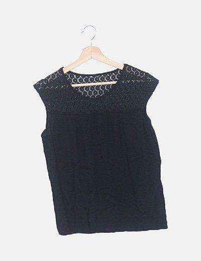 Blusa negra combinada