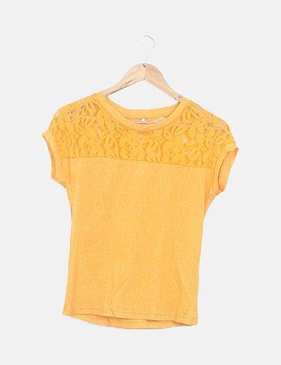 Camiseta amarilla escote crochet manga corta
