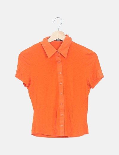 Camisa naranja corchetes manga corta
