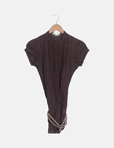 Camisa marrón manga corta cinturón