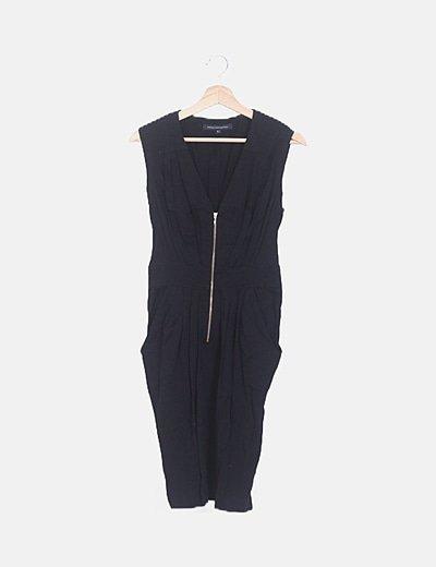 Vestido negro escote pico fruncido