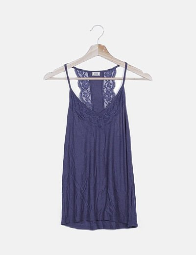 Blusa azul marino con encaje