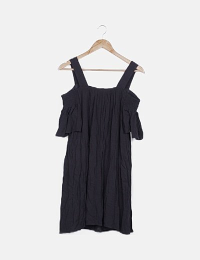 Vestido negro fluido hombros descubiertos