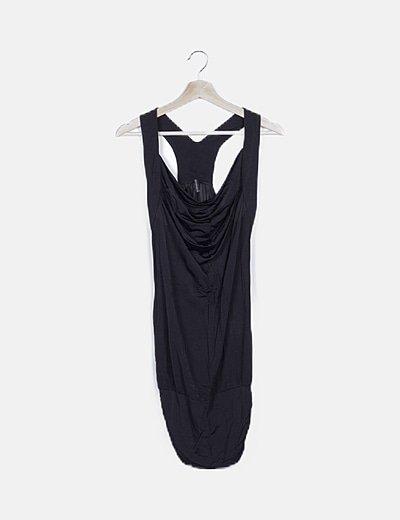 Vestido fluido negro drapeado