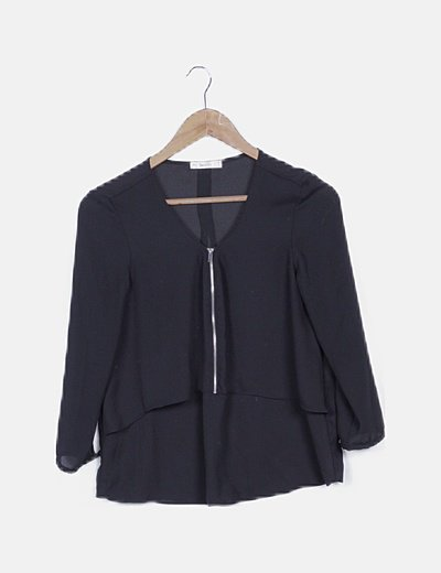 Blusa negra volante detalle cremallera