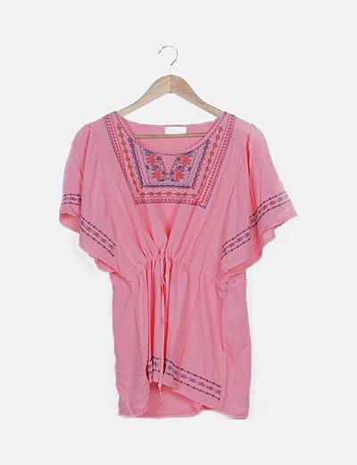 Blusa rosa fluida detalles bordados
