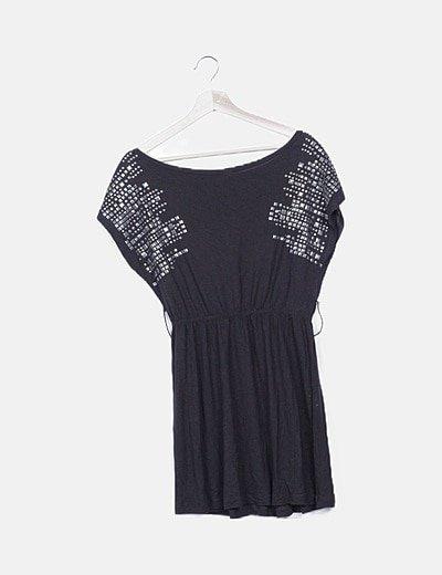 Vestido negro tachas hombro