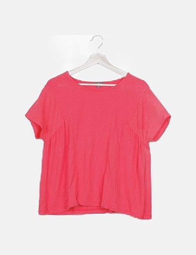 Camiseta roja detalle mangas