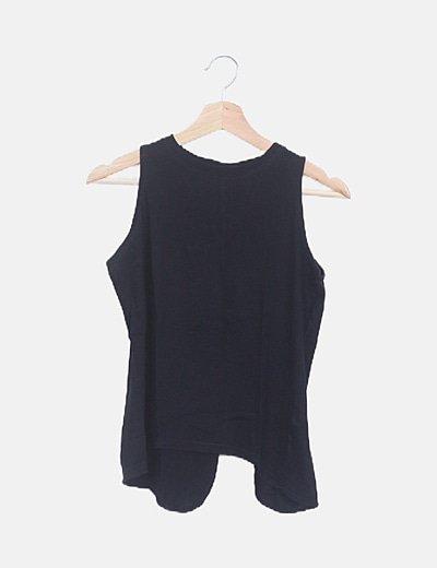 Camiseta negra abertura espalda