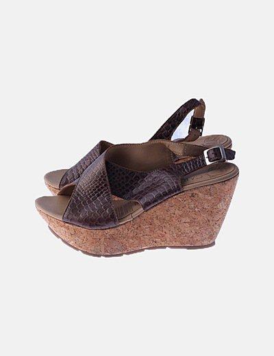 Sandalia cuña marrón animal print