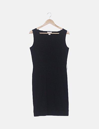 Vestido ceñido negro básico