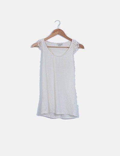 Camiseta blanca manga crochet